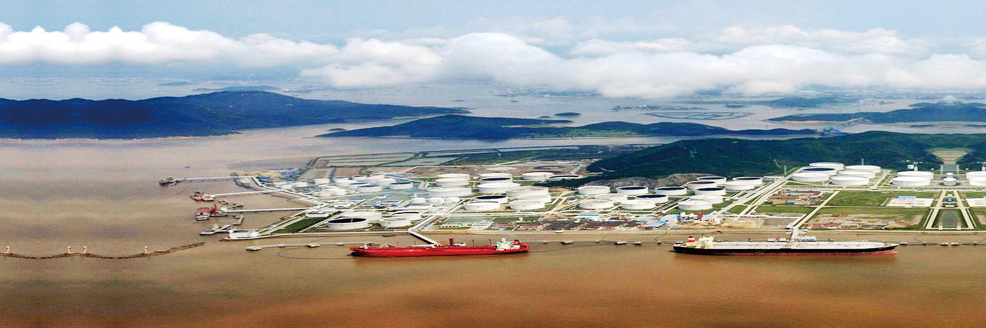 千赢国际电脑版环境为中化兴中石油转运(舟山)有限公司提供大型炼化基地和码头油气回收系统解决方案,VOC油气处理量近每小时4000m³